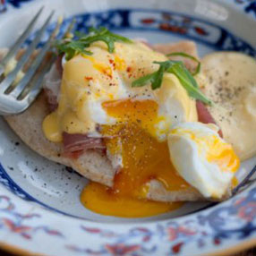 Pancake Blini with Parma Ham, Poached Eggs and Hollandaise